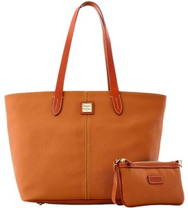Dooney & Bourke Large Zip Wristlet & Leather Tote in PEANUT BRITTLE