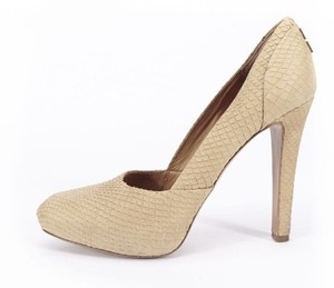 Givenchy Snake Embossed Leather beige Pumps