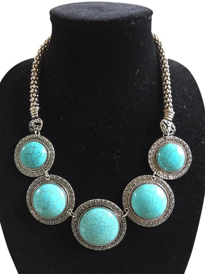 Preload https://img-static.tradesy.com/item/20886723/turquoise-new-chunky-neckless-0-1-540-540.jpg