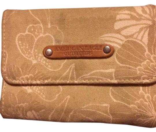Preload https://img-static.tradesy.com/item/20887159/american-eagle-outfitters-beige-and-white-wallet-0-1-540-540.jpg