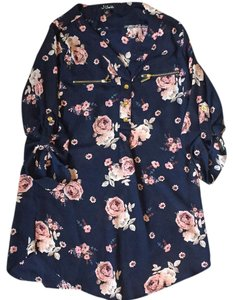 Justify Top navy with floral