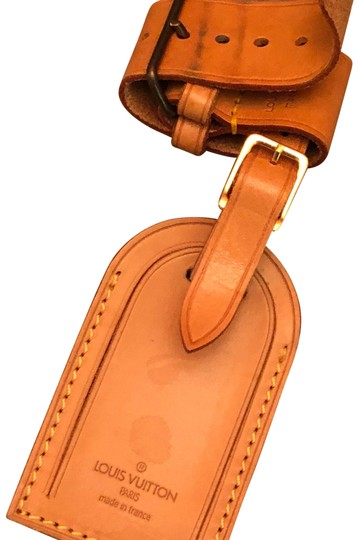 Preload https://img-static.tradesy.com/item/20887616/louis-vuitton-brown-leather-name-tag-and-belt-powanie-set-0-3-540-540.jpg