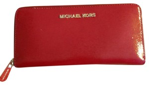 Michael Kors Zippered wallet