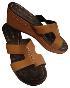 Donald J. Pliner Wedge J Slip-on Suede Leather Buckskin Sandals