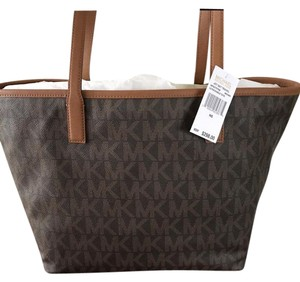 Michael Kors Jet Set Travel Large Leather Tote in BROWN
