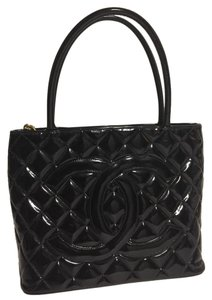 Chanel Medallion Patent Leather Gold Woc Tote in Black
