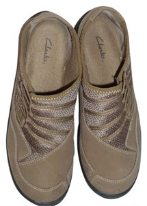 Clarks Exercise Comfort Wide Neutral tan Athletic
