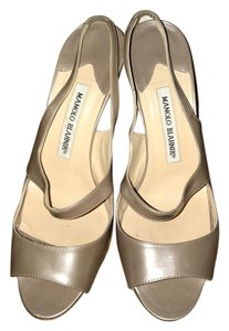 Manolo Blahnik Patent Leather Slingback Open Toe Silvery Taupe Silvery Taupe/Greyish-Beige Pumps