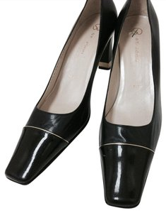 St. John Navy Pumps