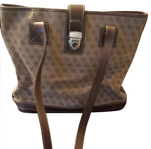 Dooney & Bourke Tote in Tan and brown