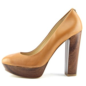 Guess Tan Pumps