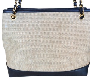 Chanel Tote in straw/black