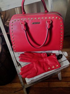 Michael Kors Leather Handbag Leather Gloves / Cross Body Satchel in Red