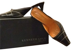Kenneth Cole Black With Tan Stitching Pumps