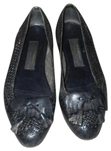 Etienne Aigner Vintage Tassels Classic Gold Hardware Leather Navy Blue Flats