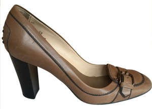 Tod's Round Toe Oxford Buckle tan Pumps