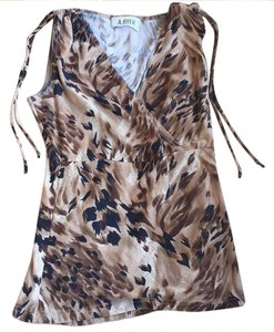 A. Byer Top Animal print