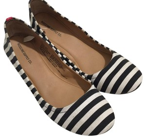 Mossimo Supply Co. stripes Flats