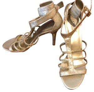 Guess By Marciano metallic/gold Pumps