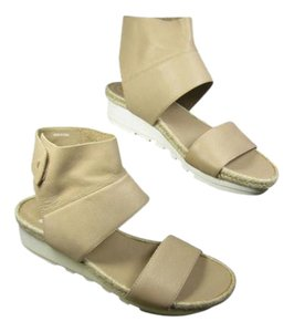Eileen Fisher beige/ sand Sandals