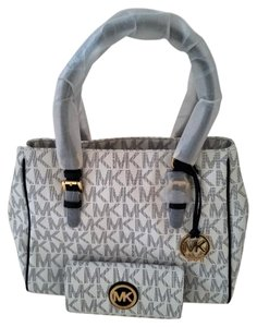 Michael Kors Jet Set Work Wallet Included Key Charm Fob Navy & White Tote in Navy/White