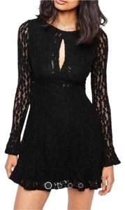 Free People Bold Front Dramatic Sleeves Fit And Flate Flattering Lace Dress