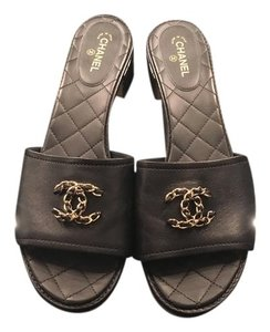 Chanel Classic Size 41.5 Lambskin Black w/gold CC chain logo Sandals