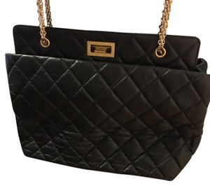 Chanel Tote in black and gold
