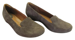 Clarks New Size 8.50 Excellent Condition Brown Flats