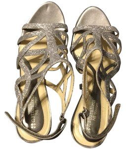 Naturalizer pewter Sandals