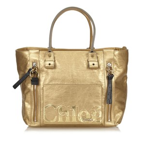 Chloé 14bdom187 Tote in Gold
