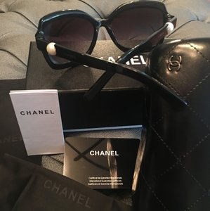 Chanel Pearl Black Square