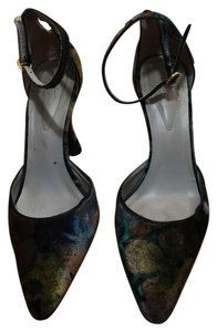 Arturo Chiang dark green slight floral pattern Pumps