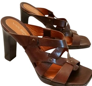 Via Spiga Leather sandals in excellent used condition. Heel is approximately 4 inches high and chunky. Pumps