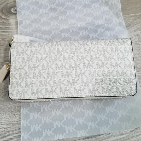Michael Kors Michael Kors Illustrated Fly Away Travel Continental Wallet Image 9