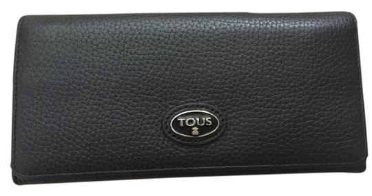 Preload https://item3.tradesy.com/images/tous-black-bovine-leather-gentle-collection-msrp-wallet-2091172-0-0.jpg?width=440&height=440