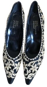 Fentonlast Saks Fifth Avenue Vintage Hand Sewn Black Satin with Gold Embroidery Pumps