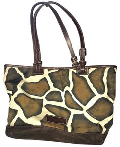 Dooney & Bourke Tote in brown/white