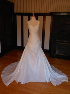 Pronovias 5018 Wedding Dress