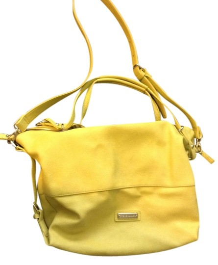 Preload https://item4.tradesy.com/images/steve-madden-faux-yellow-leather-cross-body-bag-2091758-0-0.jpg?width=440&height=440