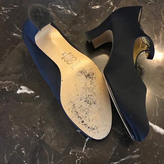 Apostrophe navy blue Pumps