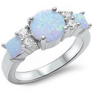 9.2.5 Gorgeous 3 stone white opal ring size 8