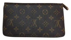 Louis Vuitton Louis Vuitton Zippy Organizer Monogram. Near new