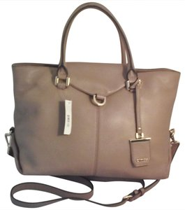 DKNY Donna Karan Leather Designer Crosby Satchel in Desert
