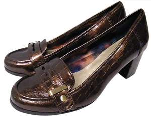 Bandolino Loafer Heel Crocodile Leather Embossed Dark Brown Pumps