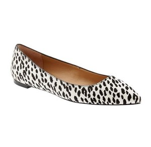 Banana Republic Calf Angela Spotted Black and white Flats