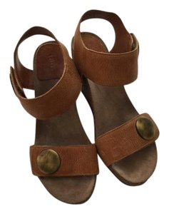Taos Footwear Brown Sandals