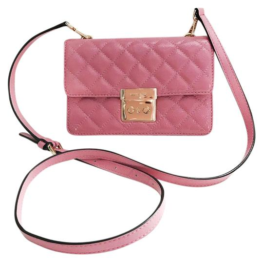 Preload https://item5.tradesy.com/images/michael-kors-quilted-pink-patent-leather-cross-body-bag-20929164-0-1.jpg?width=440&height=440