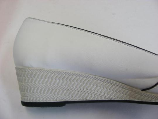 LifeStride Size 9.5 New Excellent Condition WHITE, BLACK Wedges