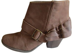 Dream out loud by Selena Gomez BROWN Boots